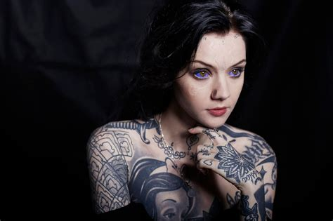tato punggung oliver sykes meet grace neutral a body modification enthusiast with an