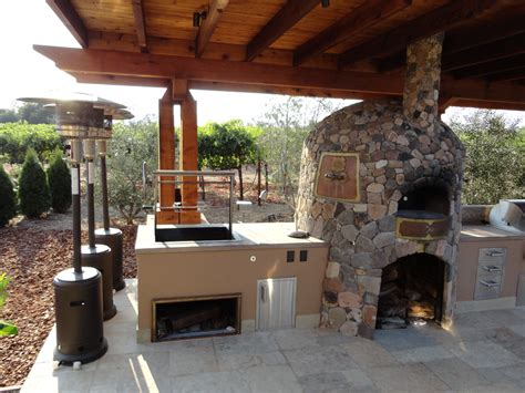 Outdoor Kitchen Designs With Pizza Oven Cedar Arbor Spanning Outdoor Kitchen Designed By Leasure Concepts Leasure Concepts