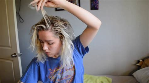how to blend in hair roots blending my bleach blonde hair with my dark roots youtube