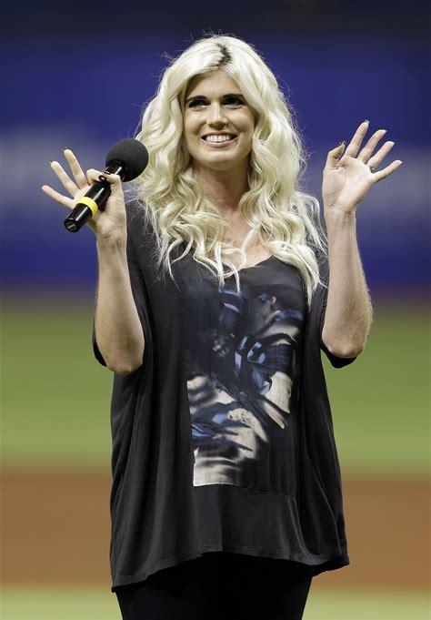 singer julianna zobrist bens wife   cubs walk  songs  day rule chicago tribune