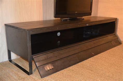 meuble tv bois et m 233 tal r 233 alis 233 224 partir d un ancien vestiaire m 233 tallique meuble tv industriel