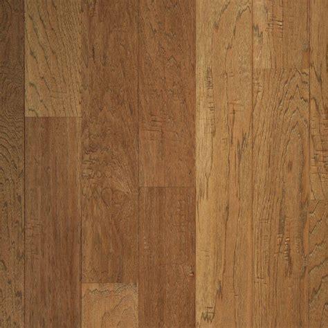 mohawk take home sle hickory chestnut scrape click hardwood flooring 5 in x 7 in un