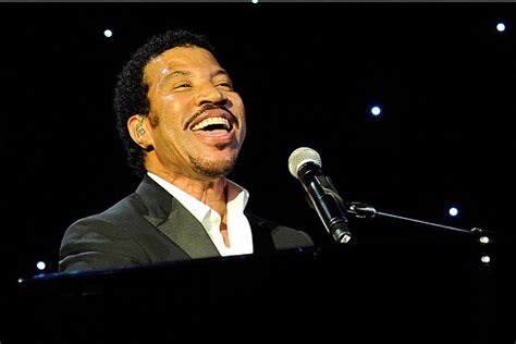 lionel richie e blake shelton lionel richie announces release date of new country duets