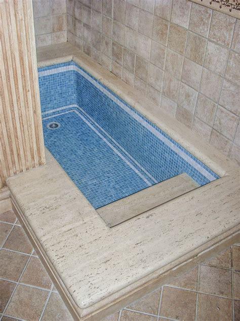 vasca da bagno interrata bagni in mosaico travertino 27 best showroom images on