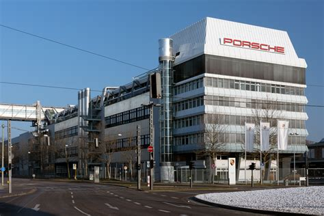 porsche stuttgart file porsche headquarters stuttgart 2013 march jpg