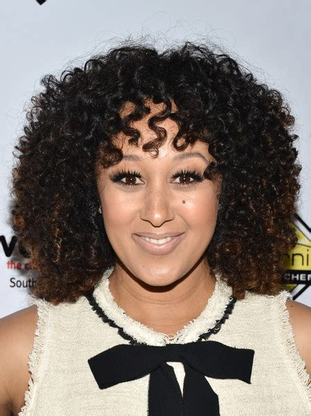 tamera mowry hairstyles tamera mowry medium curls with bangs shoulder length