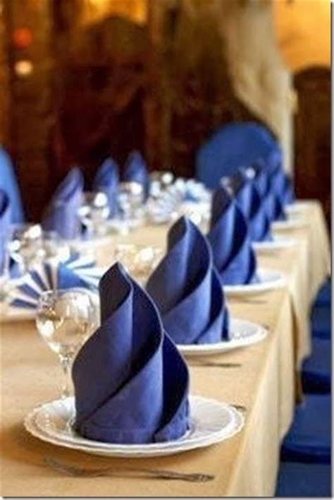 entertaining ideas creative napkin folding for the holidays confettistyle