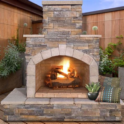 Real Outdoor Fireplace by 1000 Ideas About Outdoor Fireplaces On