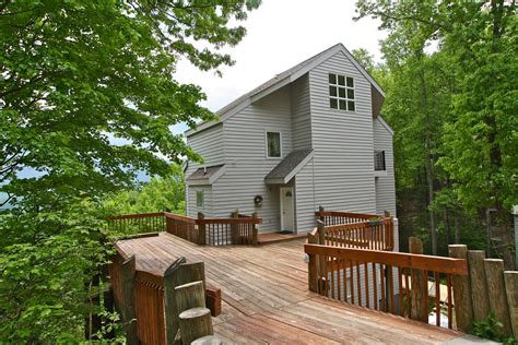 2 bedroom cabins in gatlinburg tn poppes a 2 bedroom cabin in gatlinburg tennessee mountain laurel chalets gatlinburg