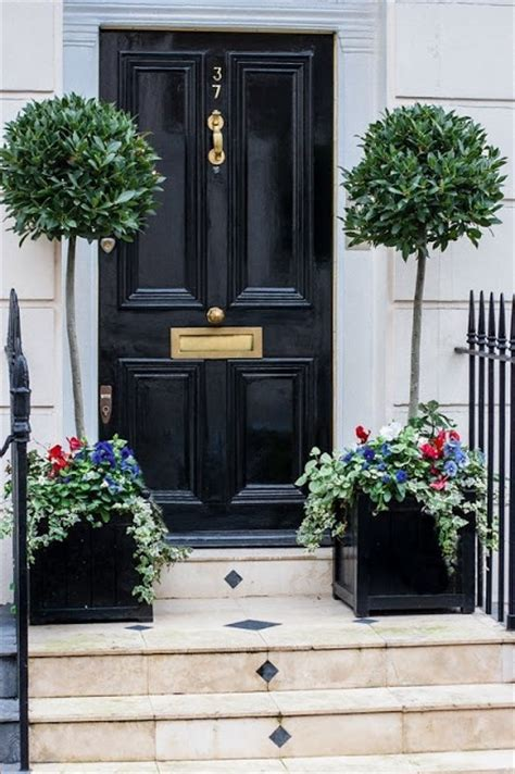 Plain Front Door Manicured Topiaries Adds A Something To A Plain Door Or Front Step Greens And Florals