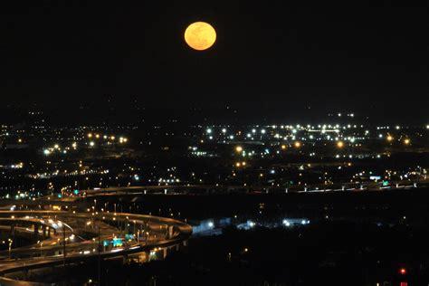 Glowing Malam Lanjutan Malam Maintenance gambar cahaya kaki langit bangunan perkotaan pemandangan kota pusat kota perjalanan