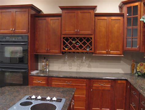 shaker cherry kitchen cabinets cherry shaker kitchen cabinets home design traditional