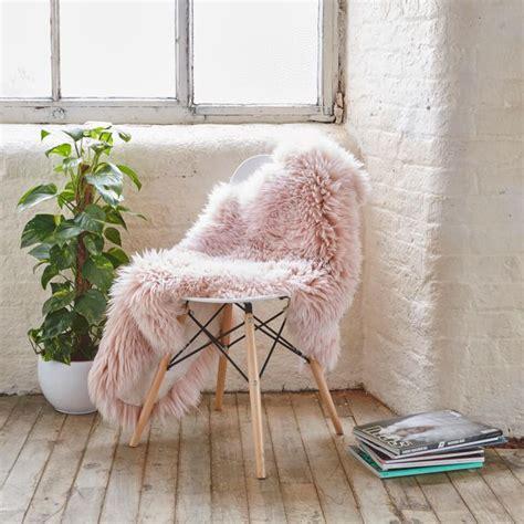 sheepskin rug bedroom best 25 fur rug ideas on pinterest faux fur rug white