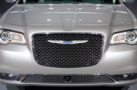 chrysler grill 2015 chrysler 300 refresh debuts in los angeles