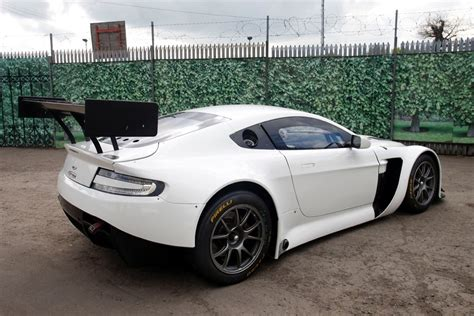 aston martin gt3 racecarsdirect com aston martin gt3 chassis 020 2014