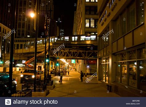 street l at night looking south on wabash st in chicago at night with l