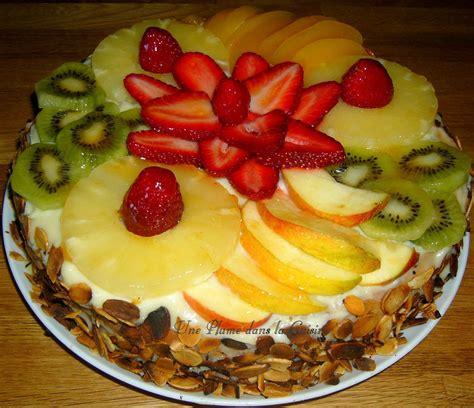 Decoration Genoise Aux Fruits by G 233 Noise 224 La Cr 232 Me P 226 Tissi 232 Re Et Aux Fruits Une Plume