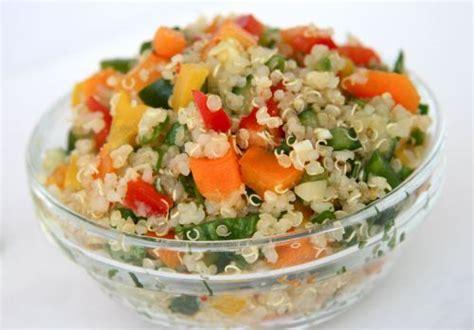 c mo cocinar quinoa c 243 mo preparar ensalada de quinoa la guia de las vitaminas