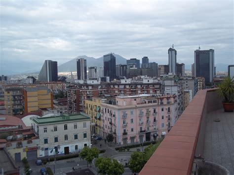 appartamento con terrazzo napoli stanza in appartamento luminoso con terrazzo nel centro di