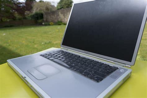 Macbook G4 the powerbook g4 titanium still looks great next to today