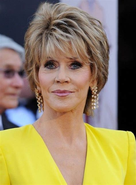 razor cut hairstyles for older women with wavy hair jane fonda short layered razor hairstyle for women over 60