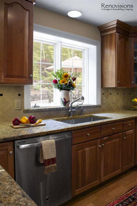 backsplash to match cherry cabinets 271 best kitchen images on pinterest kitchen ideas