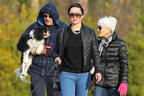 amanda bynes day walk with new hair photo amanda bynes parents we didn t about arrest and don t where she s living