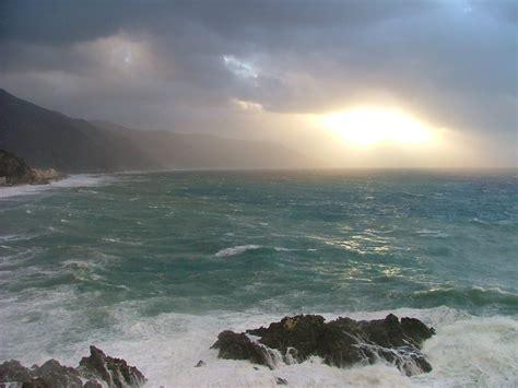 meteo porto torres mare porto torres muore giovane travolto dal mare in tempesta