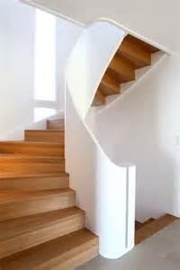 gewendelte treppe fliesen die besten 25 gewendelte treppe ideen auf