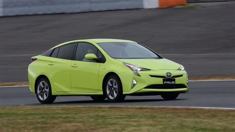 Toyota Prius In Review 2016 Toyota Prius Review Drive Photos 1 Of 32