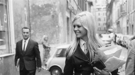 9 Classic Looks by 31 Ways To Get Brigitte Bardot S Classic Style With Fall S