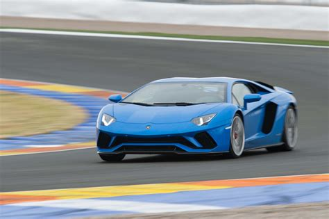 lamborghini aventador 2018 2018 lamborghini aventador s first drive motor trend canada