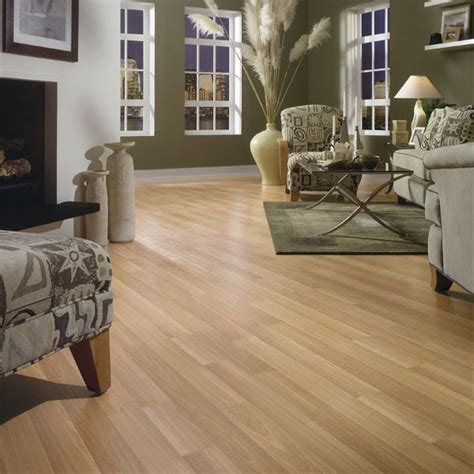 the light cherry laminate flooring decorated in the living
