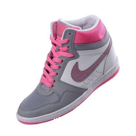 descargar imagenes de zapatos nike y adidas luce un estilo muy femenino y deportivo con los tenis