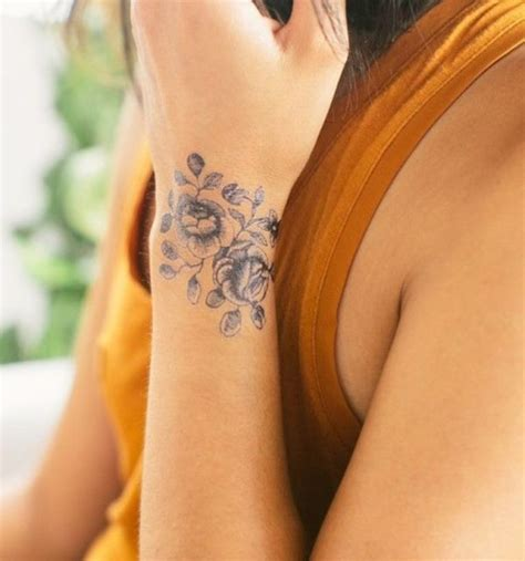 tattoo pictures latest 32 fantastic flowers tattoos on wrists
