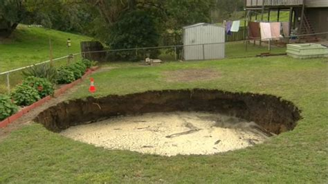sinkhole in backyard australian couple find sinkhole in backyard samaa tv