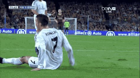 ronaldo juventus gif disgraceful chiellini card call and ronaldo play acting decides real madrid v juventus page 9