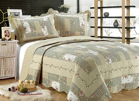 Bedspreads And Quilts by Bedspreads And Quilts Ease Bedding With Style