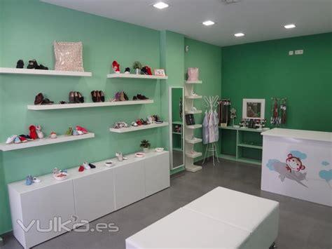 imagenes zapaterias infantiles foto interior tienda con exposici 243 n de calzado infantil