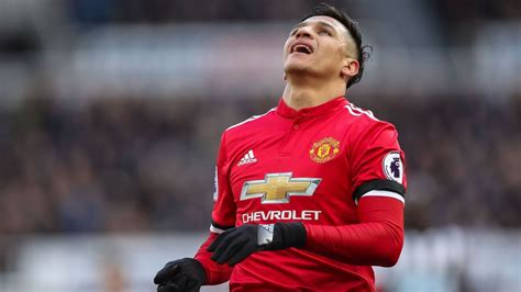 alexis sanchez leaves arsenal manchester united s alexis sanchez disappointed with form