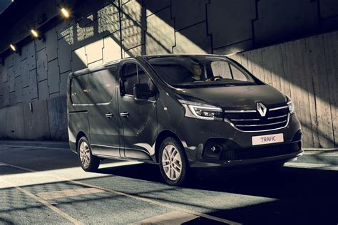 2019 renault trafic new renault trafic 2019 facelift and engine upgrade info