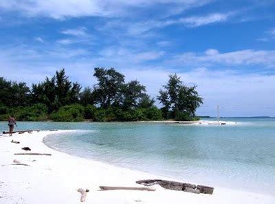Pantai Tanpa Kawat Set 13 keindahan pulau karimunjawa