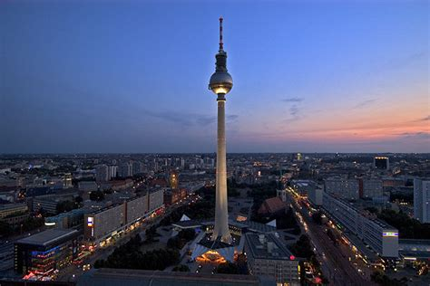 Fernsehturm Am Alexanderplatz In Der Blauen Stunde Wurde