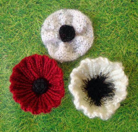 free pattern for knitted poppies hippystitch round rib or knit poppy pattern