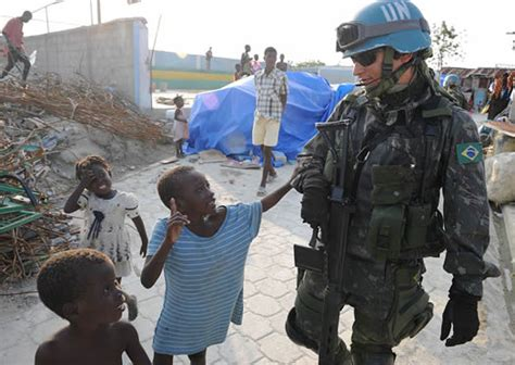 the un at war peace operations in a new era books peacekeeping the united nations blue helmets and what