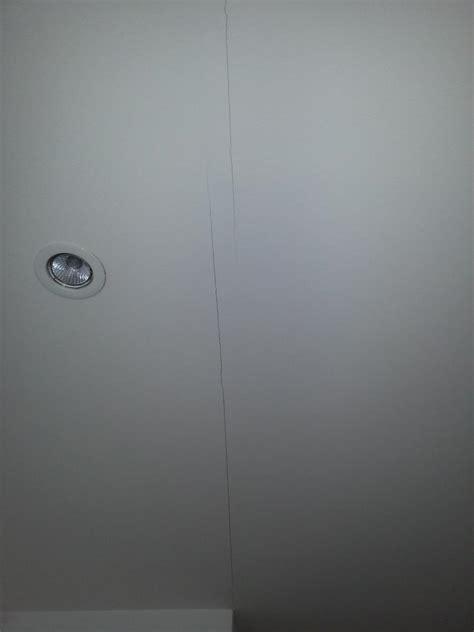 comment refaire un plafond qui se fissure ciabiz