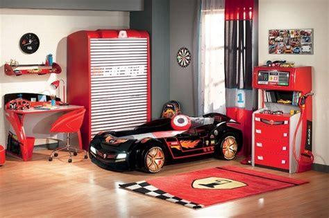 race car zimmer dekor kinderzimmer gestalten kinderzimmer ideen f 252 r jungs