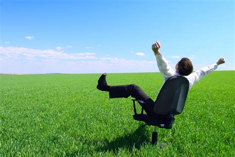 how to a when you work time how to enjoy summer when you re working a time careerealism