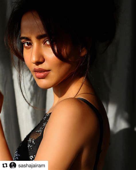 31 photo of neha sharma hot and sexy bollywood actress see
