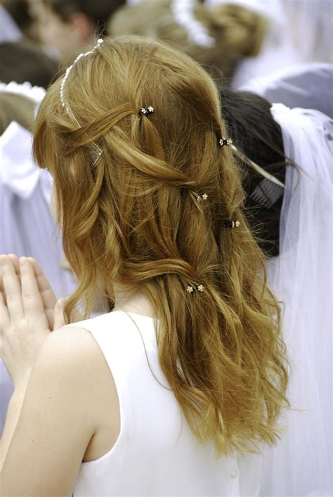 communion hairstyles half up half down 28 easy first communion hairstyles for girls that stole